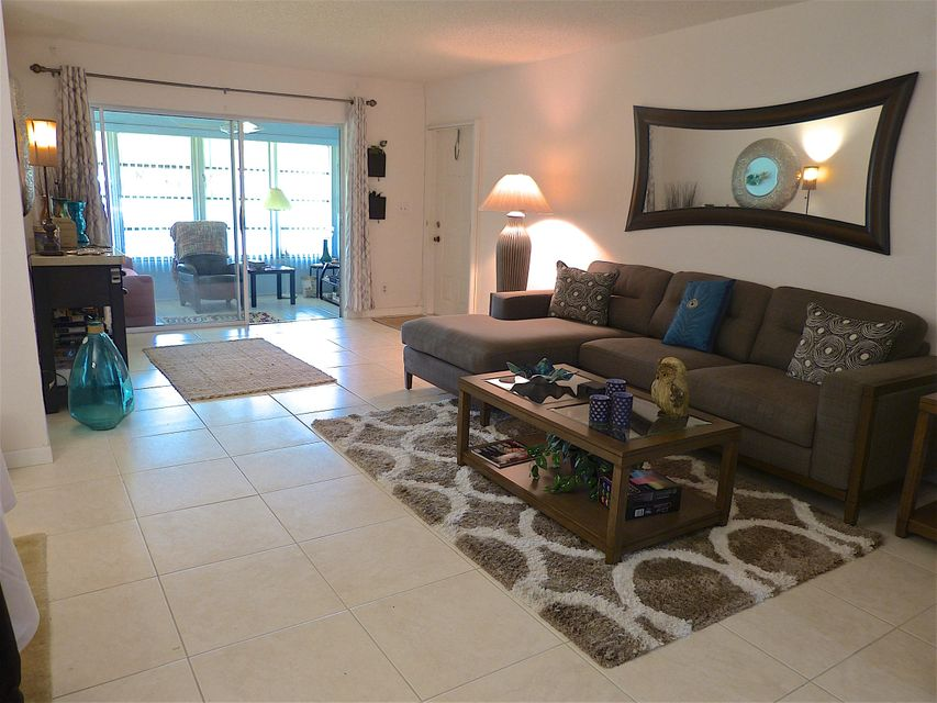 5045 NW 3rd Street, B - Delray Beach, Florida