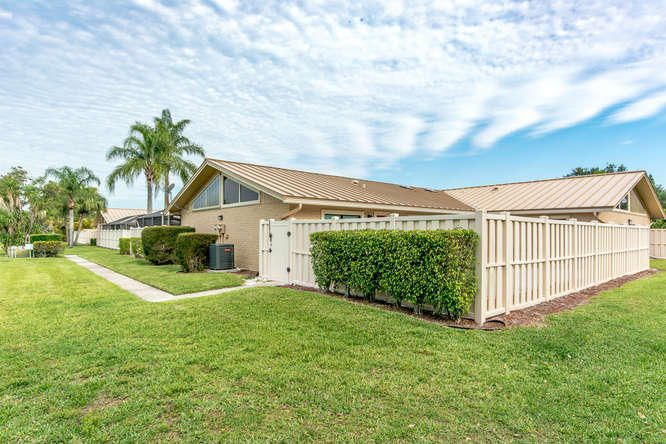 5574 Golden Eagle Circle 23 , Palm Beach Gardens FL 33418 is listed for sale as MLS Listing RX-10427465 45 photos