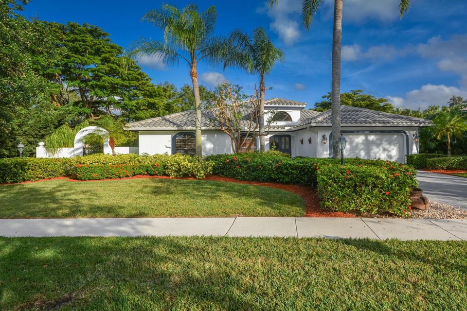 2821 Hampton Circle  Delray Beach, FL 33445
