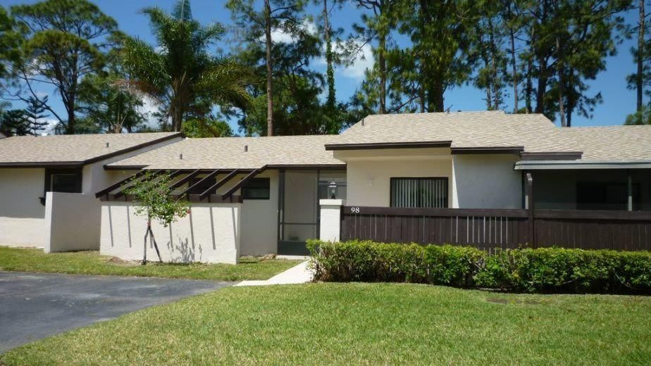 98 Conaskonk Circle Royal Palm Beach, FL 33411 photo 2