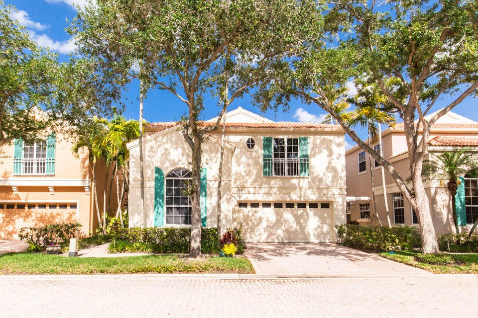 9 Via Verona , Palm Beach Gardens FL 33418 is listed for sale as MLS Listing RX-10429447 42 photos
