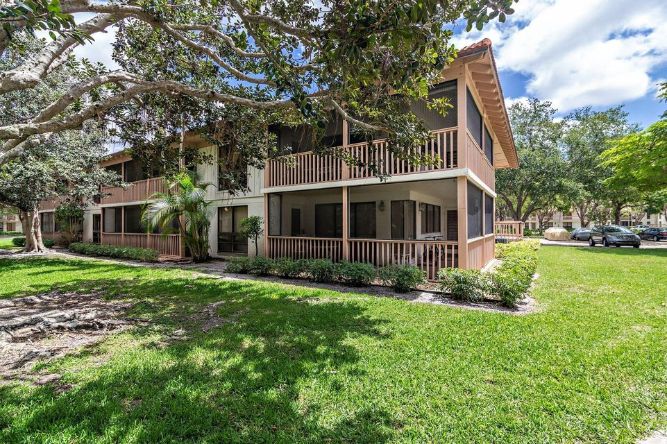 134 Brackenwood Road , Palm Beach Gardens FL 33418 is listed for sale as MLS Listing RX-10429531 24 photos