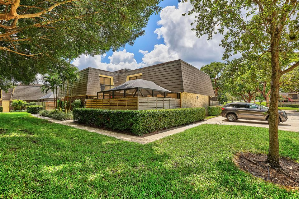1601 16th Terrace , Palm Beach Gardens FL 33418 is listed for sale as MLS Listing RX-10427678 29 photos