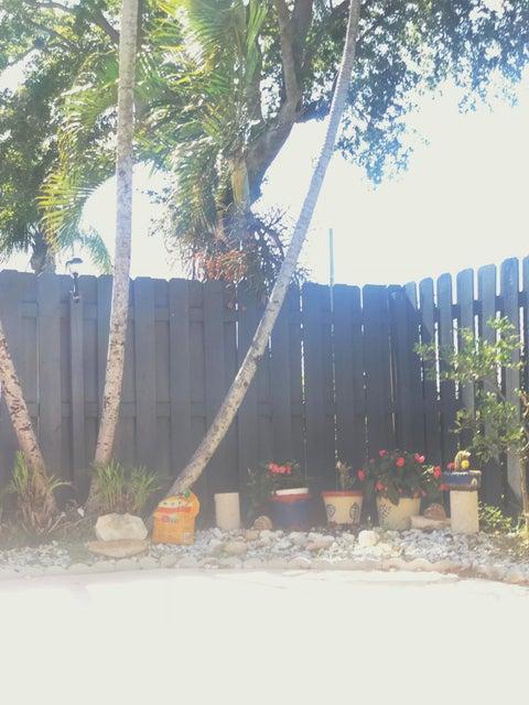 1104 Summit Trail Circle B West Palm Beach, FL 33415 photo 21
