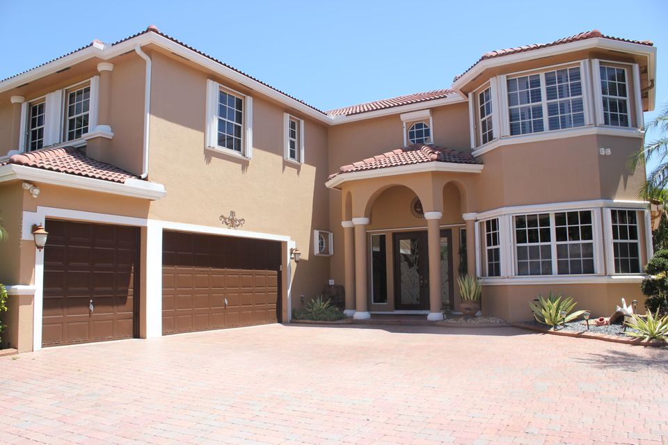 Home for sale in WYNDHAM LAKES CENTRAL Coral Springs Florida