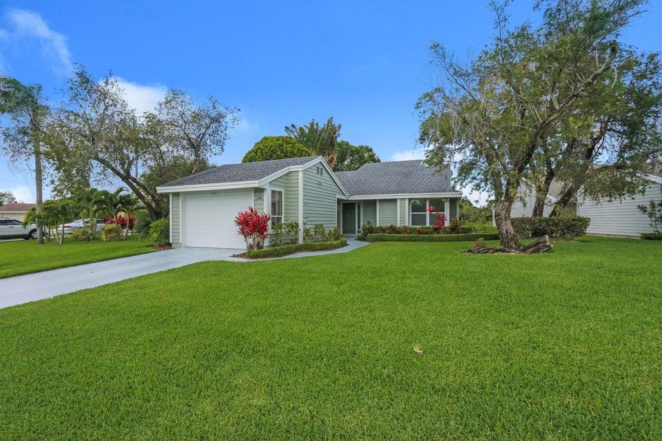 6685 S Pine Court  West Palm Beach, FL 33418
