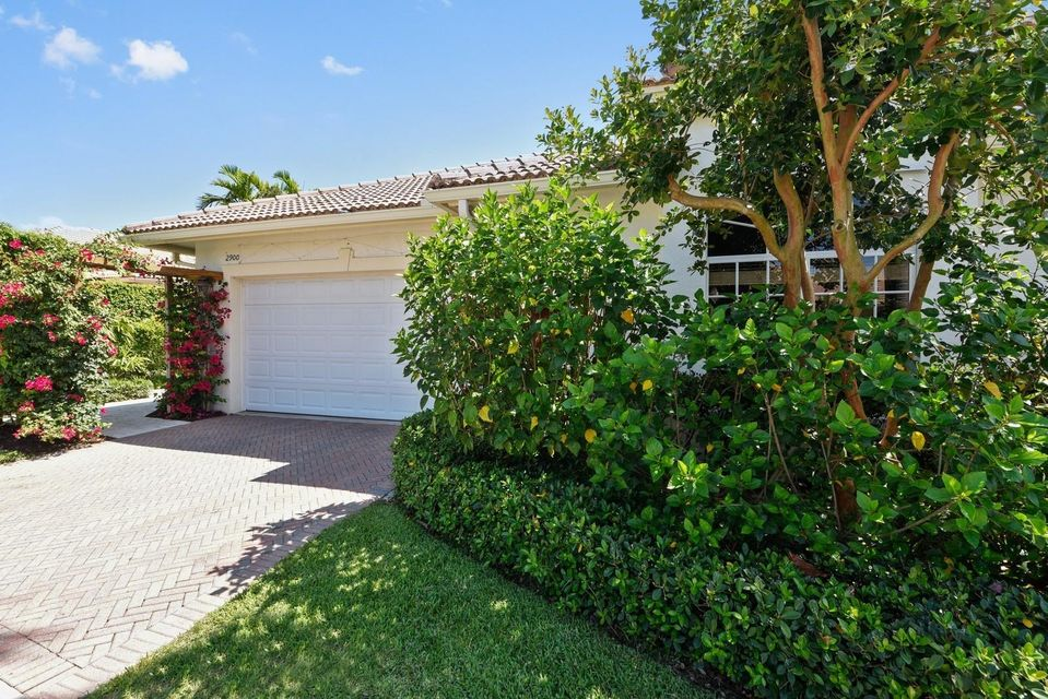 2900 Twin Oaks Way Wellington, FL 33414 photo 2
