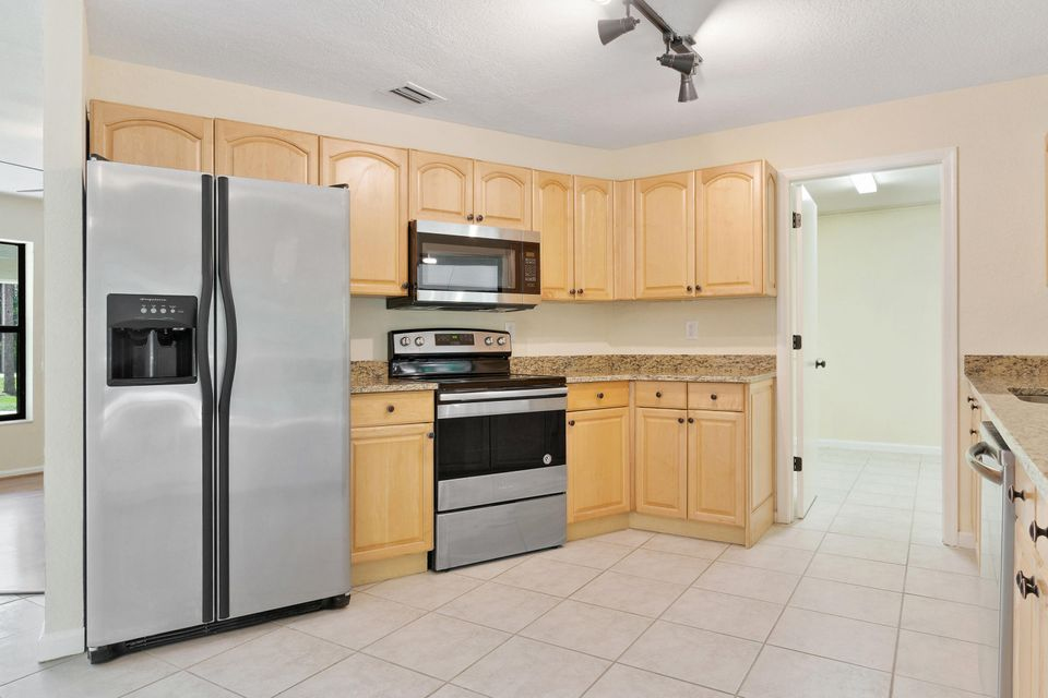 4901 Coconut Boulevard Royal Palm Beach, FL 33411 photo 7