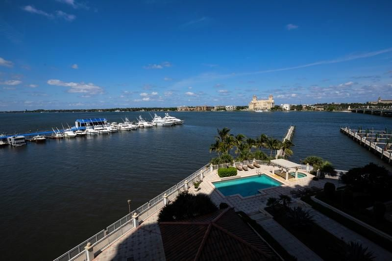 622 N Flagler Drive 402, West Palm Beach FL 33401 is listed for sale as MLS Listing RX-10430753 photo #12
