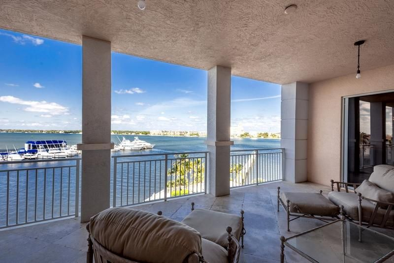 622 N Flagler Drive 402, West Palm Beach FL 33401 is listed for sale as MLS Listing RX-10430753 photo #2