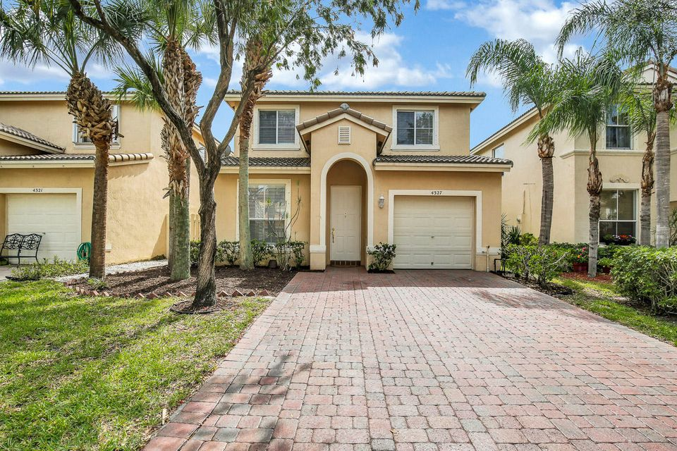 4327 Lake Lucerne Circle  West Palm Beach, FL 33409