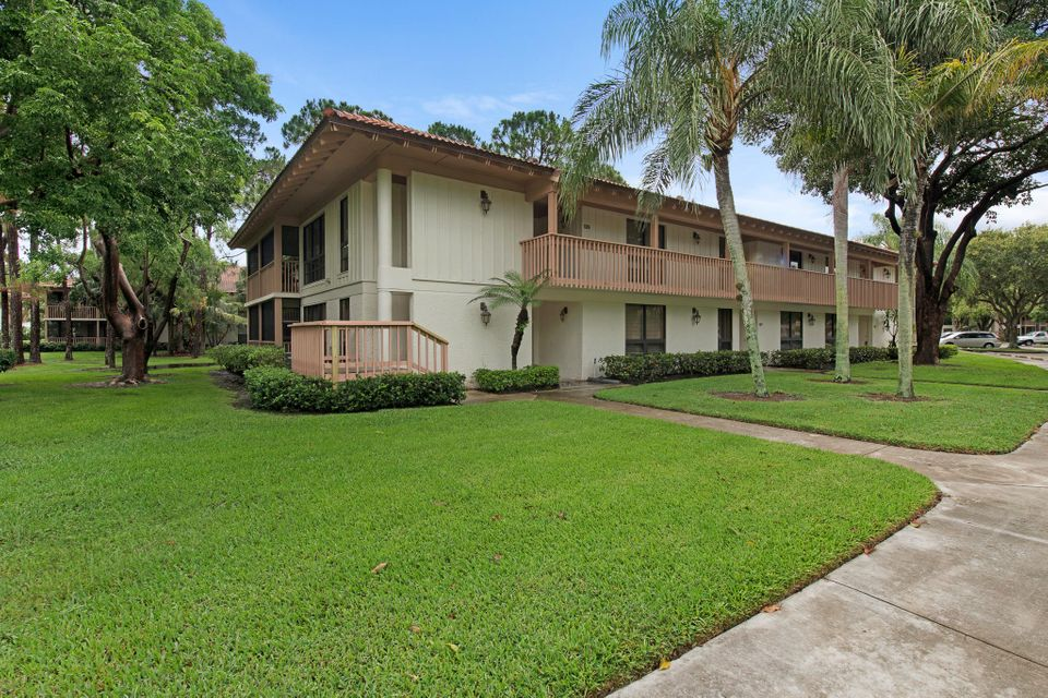 133 Brackenwood Road , Palm Beach Gardens FL 33418 is listed for sale as MLS Listing RX-10432641 27 photos