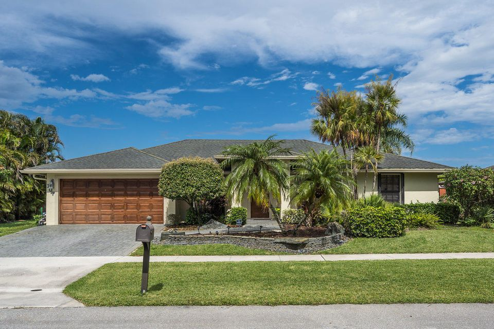 107 Meadow Woode Drive Royal Palm Beach, FL 33411 photo 2