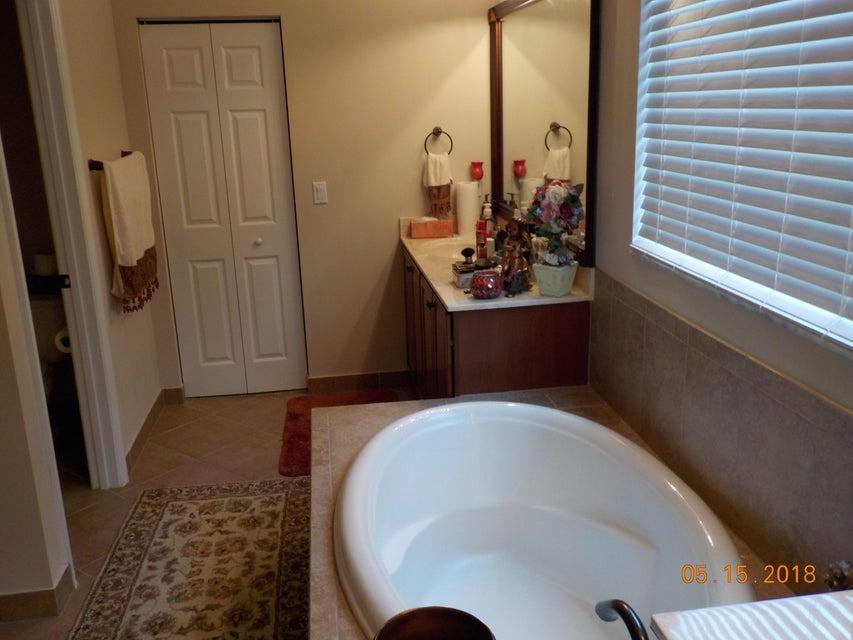 3448 Oakmont Estates Boulevard Wellington, FL 33414 photo 5