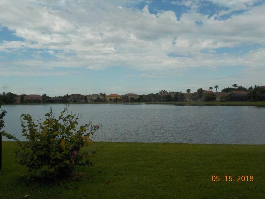 3448 Oakmont Estates Boulevard Wellington, FL 33414 photo 2