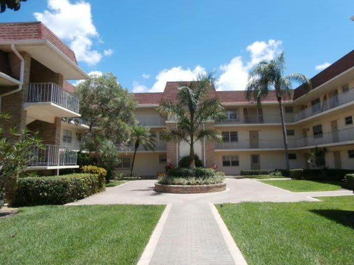 5580 Tamberlane Circle 140 , Palm Beach Gardens FL 33418 is listed for sale as MLS Listing RX-10433134 9 photos