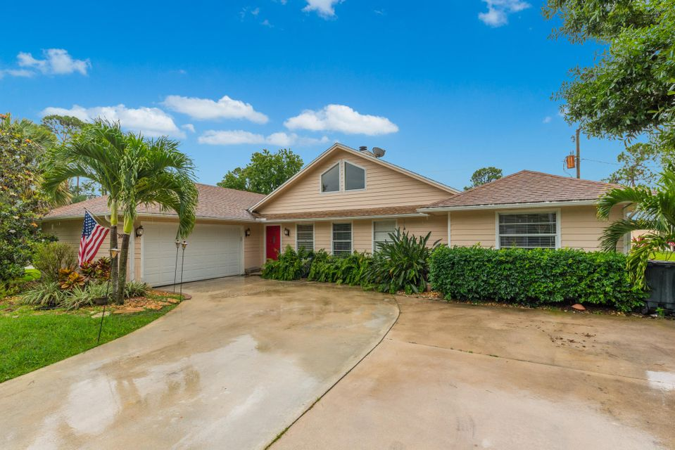2000 SW Dovetail Terrace , Palm City FL 34990 is listed for sale as MLS Listing RX-10433957 31 photos