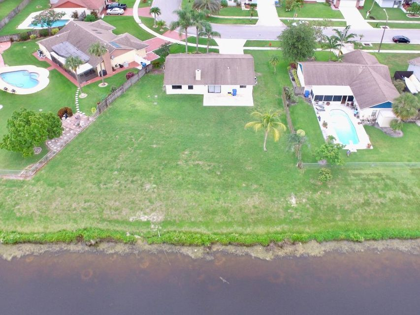 122 Parkwood Drive Royal Palm Beach, FL 33411 photo 2