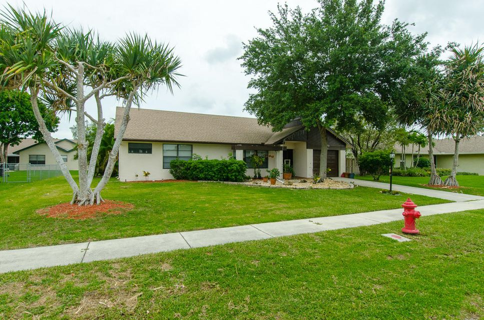 Home for sale in Lakes Of Lantana Lake Worth Florida