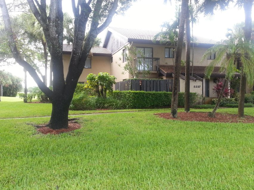 5337 Fountains Drive  Lake Worth, FL 33467