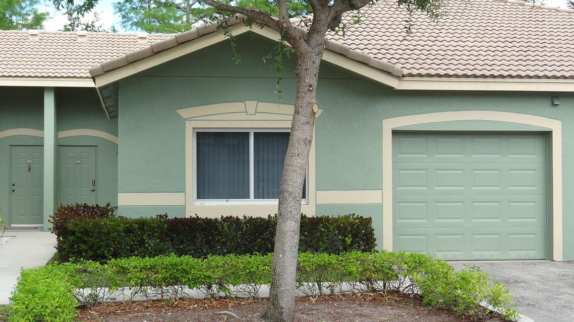 260 Crestwood Circle 105  Royal Palm Beach, FL 33411