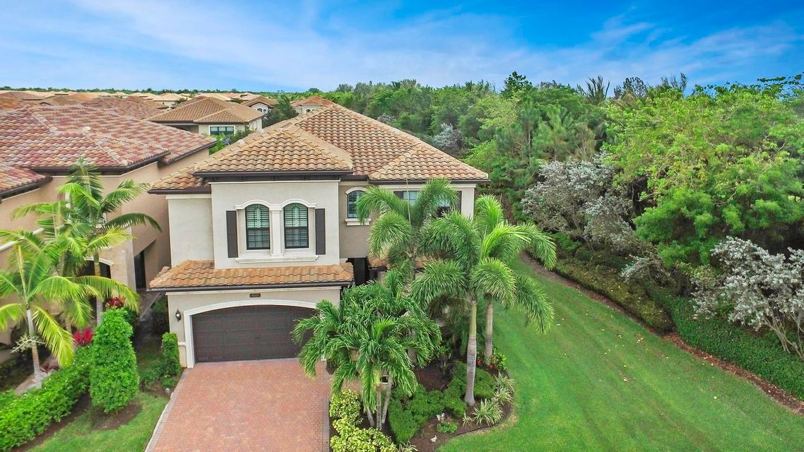8147 Hutchinson Court Delray Beach, FL 33446
