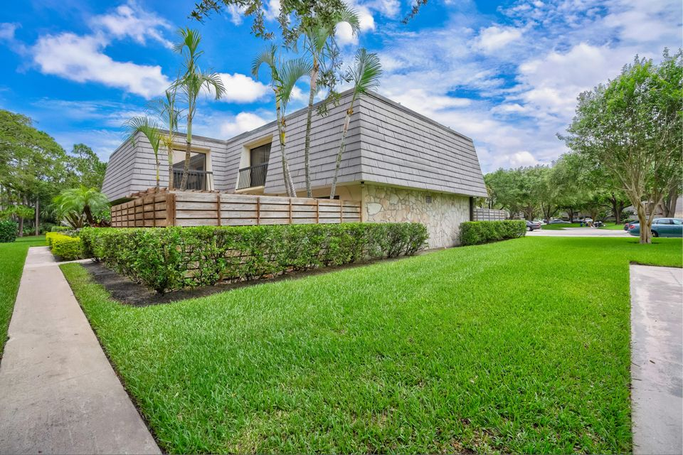 1505 15th Terrace , Palm Beach Gardens FL 33418 is listed for sale as MLS Listing RX-10435638 27 photos