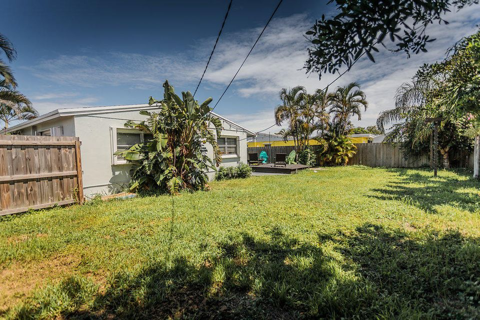 9108 Reed Drive , Palm Beach Gardens FL 33410 is listed for sale as MLS Listing RX-10436030 31 photos