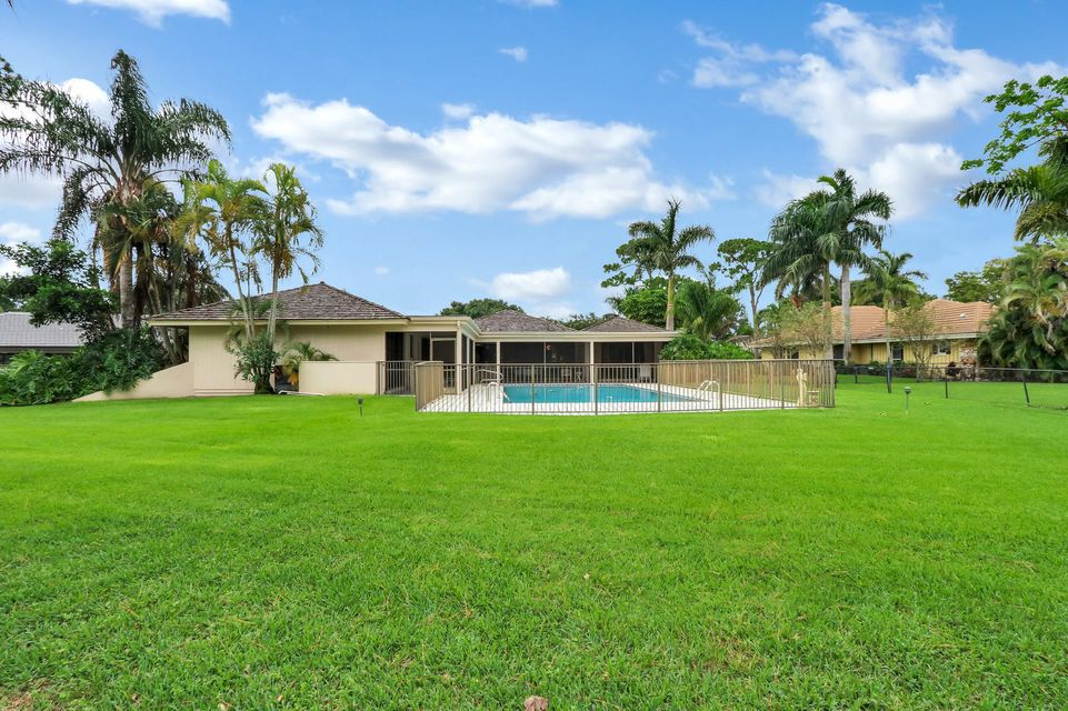 5100 Woodland Lakes Drive , Palm Beach Gardens FL 33418 is listed for sale as MLS Listing RX-10435727 38 photos
