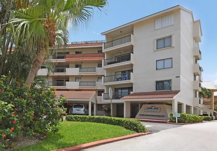 300 Golfview Road 105  North Palm Beach FL 33408