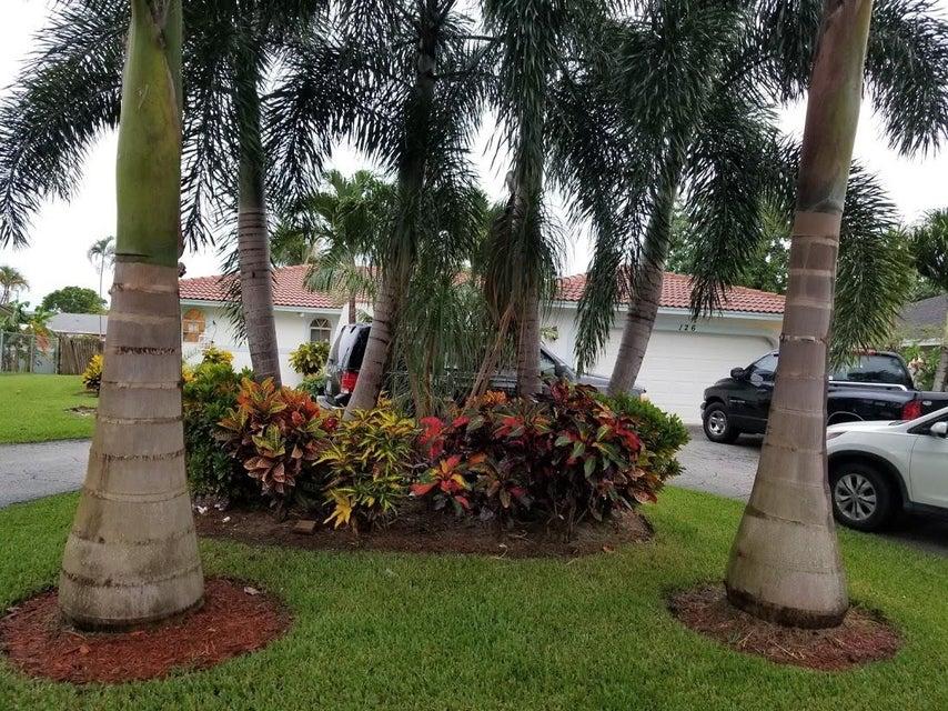 126 Heron Parkway Royal Palm Beach, FL 33411 photo 2