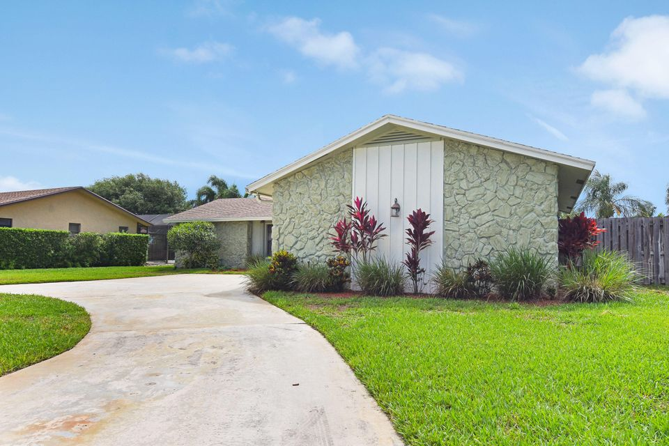 11758 Hemlock Street , Palm Beach Gardens FL 33410 is listed for sale as MLS Listing RX-10436439 35 photos