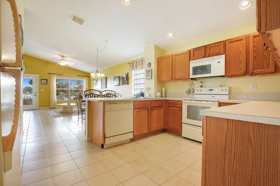 6165 Willoughby Circle Lake Worth, FL 33463 small photo 12