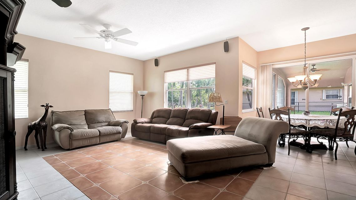 120 Pepper Tree Cres Royal Palm Beach, FL 33411 photo 13