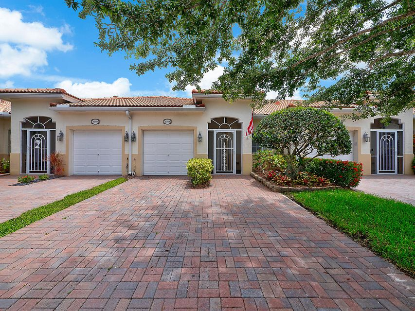 2352 Windjammer Way  West Palm Beach, FL 33411