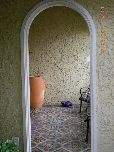 818 Avon Road West Palm Beach, FL 33401 photo 4
