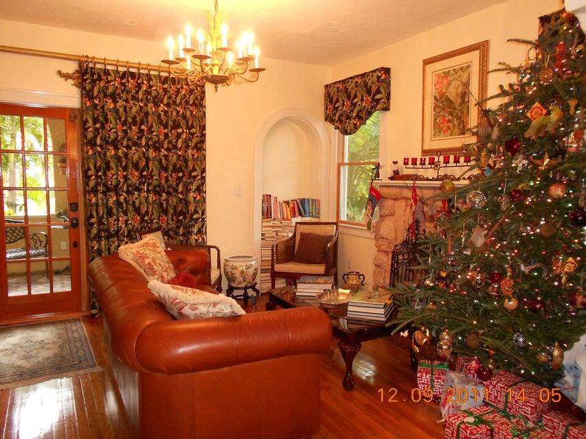 818 Avon Road West Palm Beach, FL 33401 photo 6