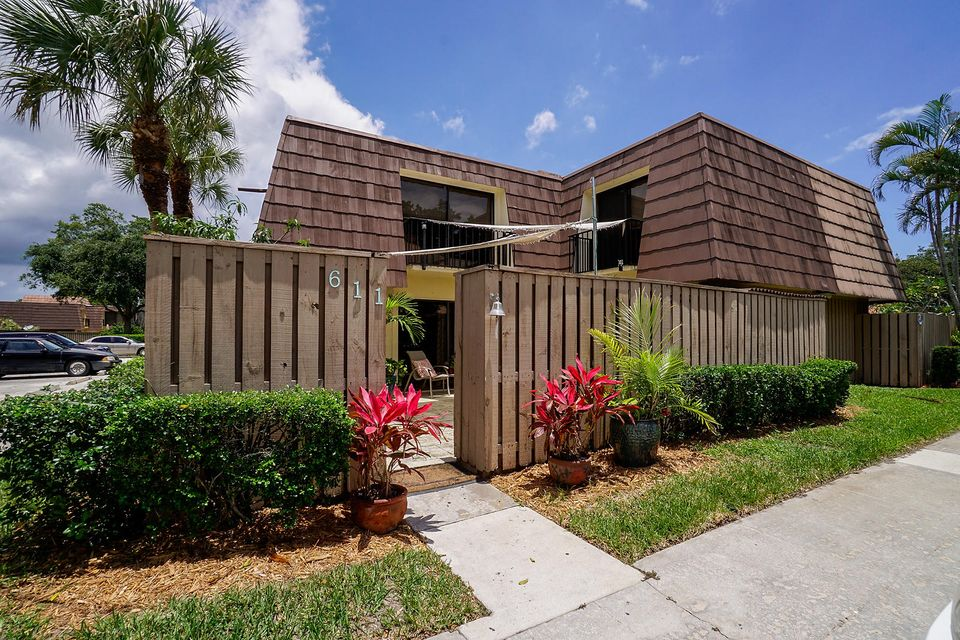 611 6th Court , Palm Beach Gardens FL 33410 is listed for sale as MLS Listing RX-10437219 30 photos