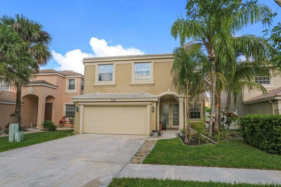 1123 Oakwater Drive  Royal Palm Beach FL 33411