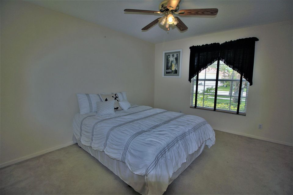 130 Fernwood Royal Palm Beach, FL 33411 photo 22