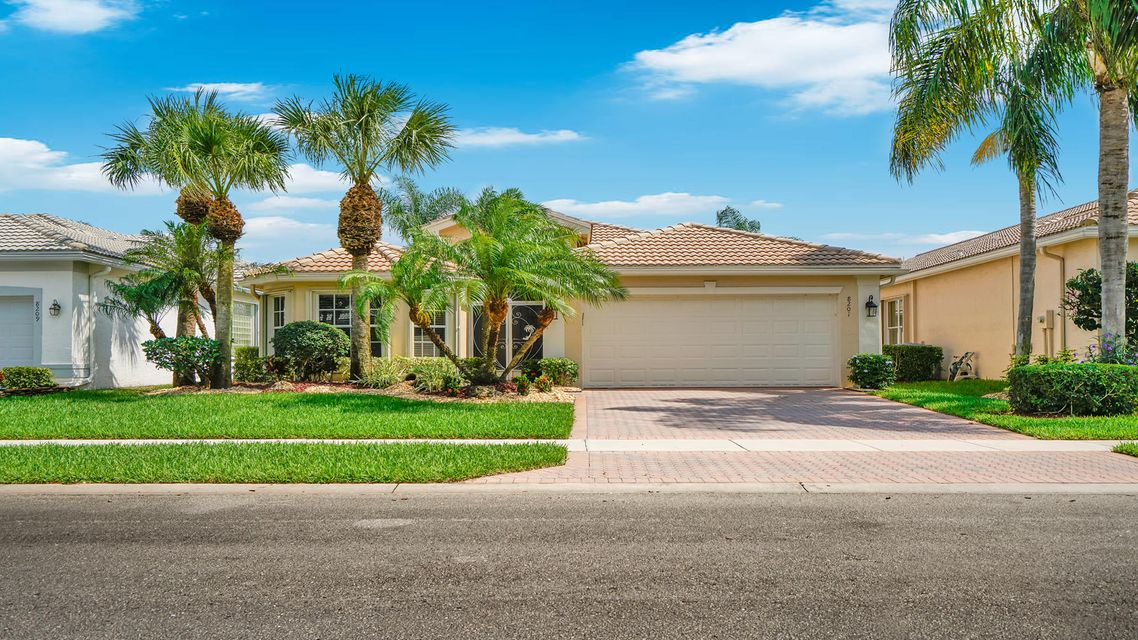 8201 Sandpiper Glen  Lake Worth, FL 33467