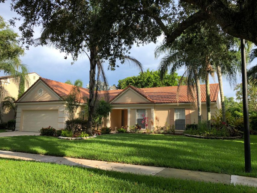 10108 Hunt Club Lane , Palm Beach Gardens FL 33418 is listed for sale as MLS Listing RX-10439284 27 photos