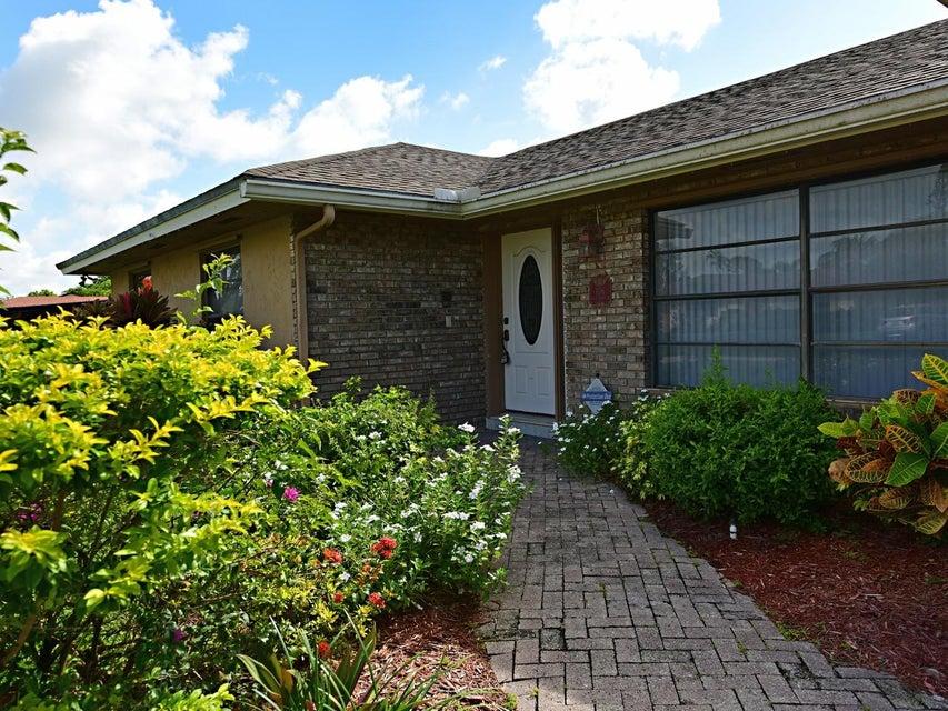 106 Swan Parkway Royal Palm Beach, FL 33411 photo 2