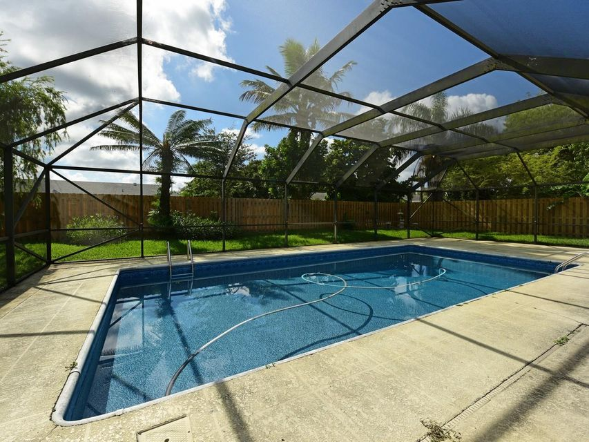 106 Swan Parkway Royal Palm Beach, FL 33411 photo 3