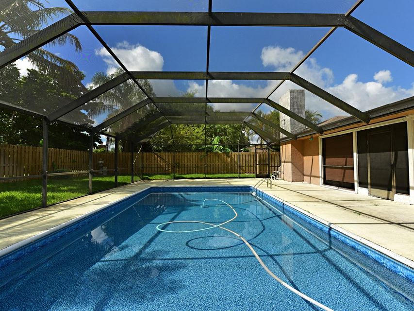 106 Swan Parkway Royal Palm Beach, FL 33411 photo 4