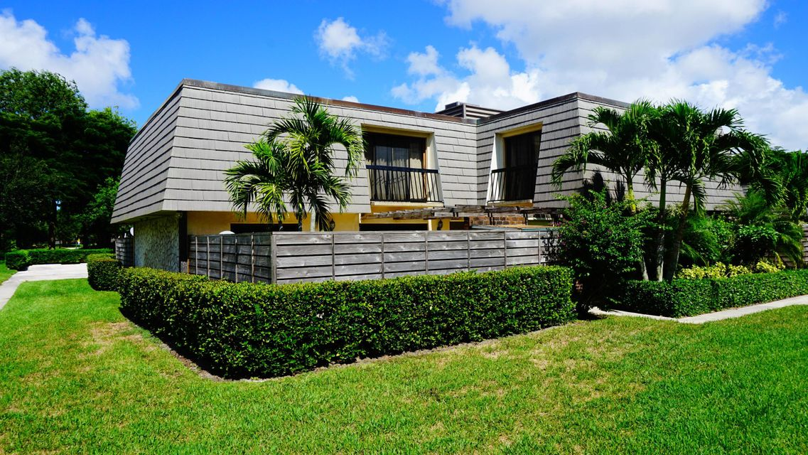 1004 10th Terrace , Palm Beach Gardens FL 33418 is listed for sale as MLS Listing RX-10438519 26 photos