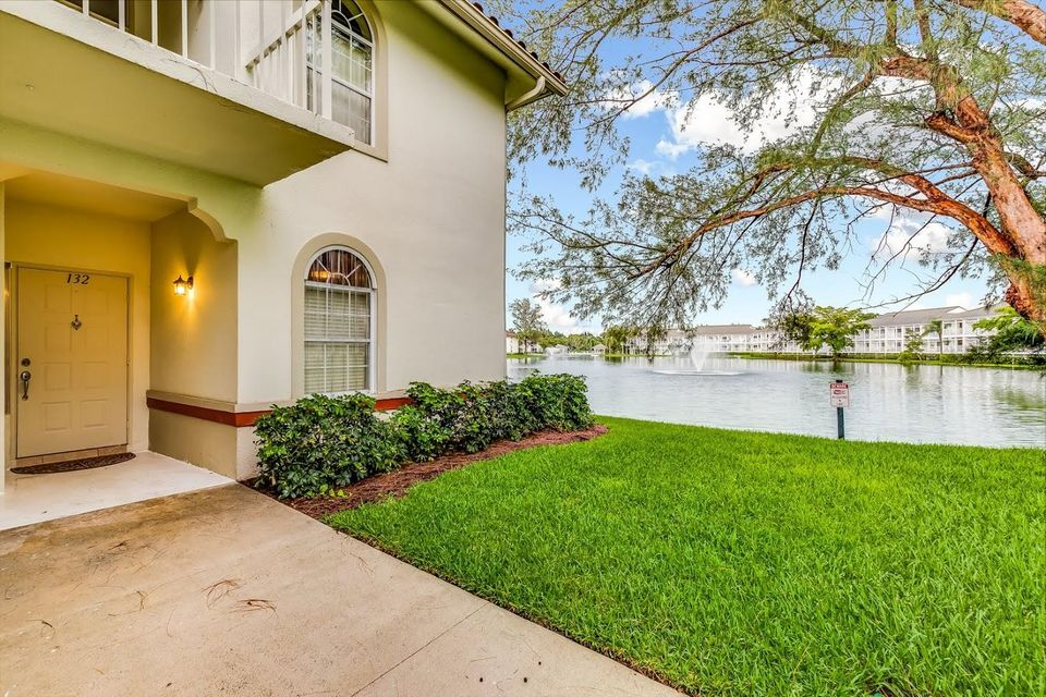 132 Cypress Point Drive 132 , Palm Beach Gardens FL 33418 is listed for sale as MLS Listing RX-10438776 18 photos