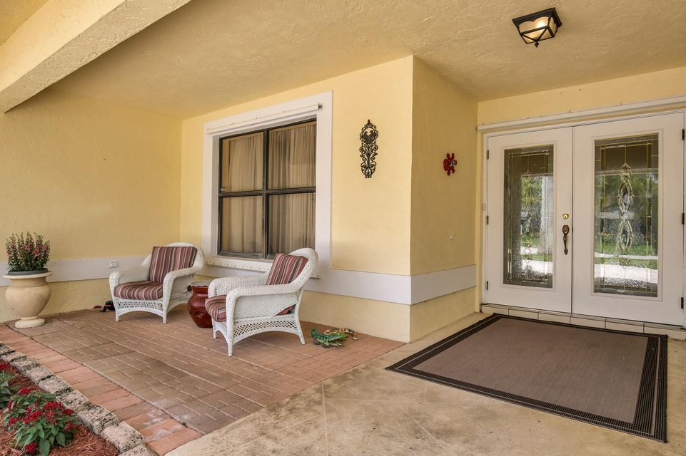 570 Kingsbury Terrace Wellington, FL 33414 photo 2