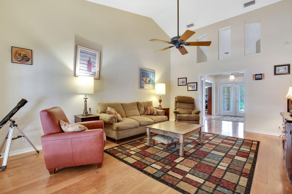 570 Kingsbury Terrace Wellington, FL 33414 photo 4