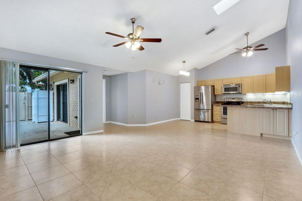 5261 Eagle Lake Drive , Palm Beach Gardens FL 33418 is listed for sale as MLS Listing RX-10439003 20 photos